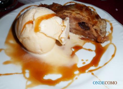 Strudel de maçã com sorvete de creme