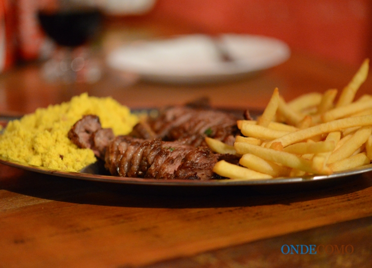 Super Via Cristina (500g de carne, fritas, vinagrete e farofa de torresmo)
