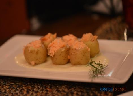 Batatinhas recheadas (Mini-batatas recheadas com salmão e creme)