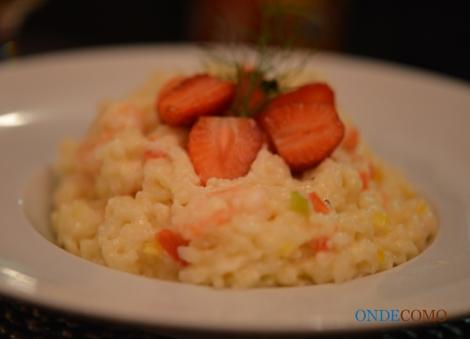 Risoto petit poivre e camarão (Arroz carnaroli com bolinhas de ervilhas e camarões)