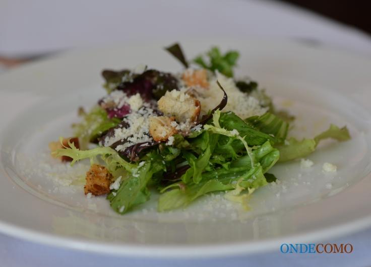 Salada Caesar (Folhas verdes, molho de aliche, croutons e parmesão)