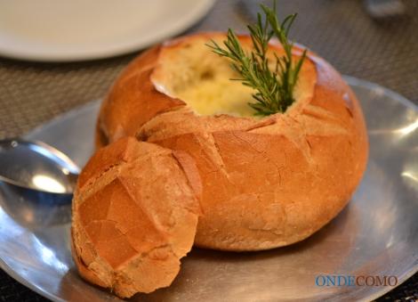 Panhoca recheada com cubos de filet ao gorgonzola