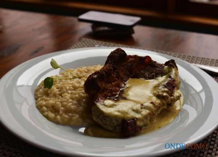 Chorizo Angus ao Molho Mostarda com Risoto Parmeggiano