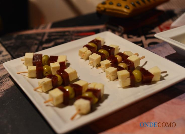 Queijo em conserva - Brasil  - (queijo minas adormecido na cerveja com goiabada e azeitonas pretas!)