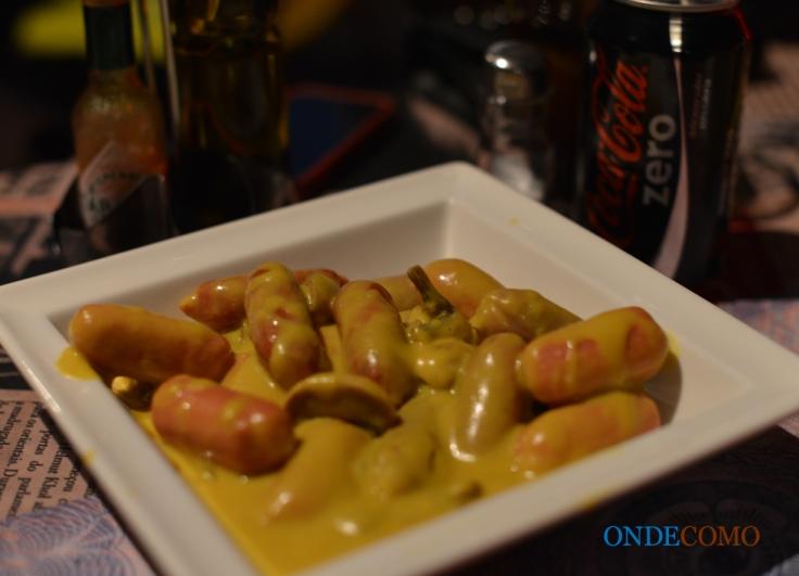 Wäissfânk - Alemanha - (300g de salsichão, seleção de salsichõezinhos alemães ao molho de vinho riesling e mostarda)