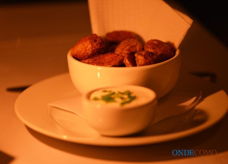 Potato skins & sour cream