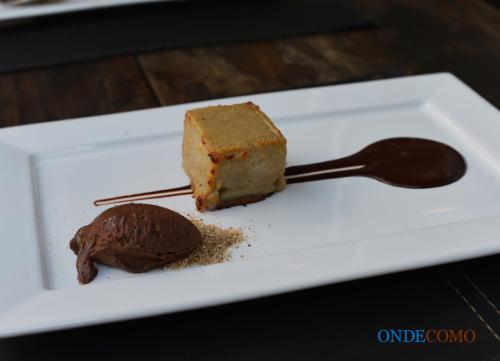 tortinha-quente-de-banana-e-canela-farofa-de-mascavo-e-parfait-de-doce-de-leite-e-chocolate-amargo