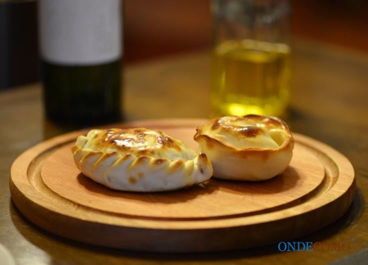 Empanada criolla e roquefort com aipo