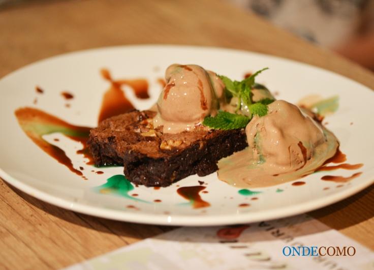 Brownie com sorvete de chocolate e menta