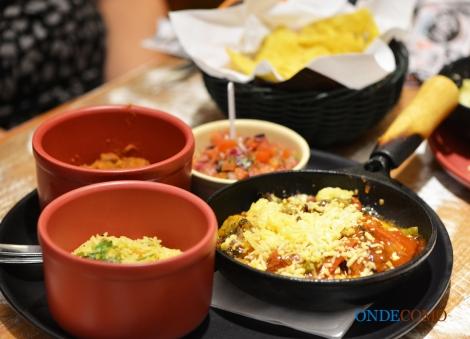 Fajita de filet mignon com molho tex-mex (salsa fajitas com pimentão e cebola salteados, cobertos com queijo)