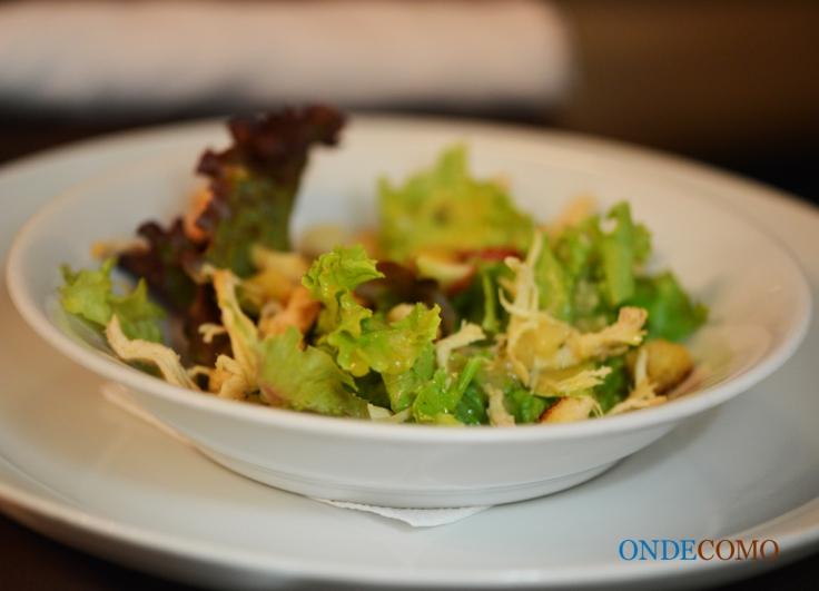 Salada de frango com molho de mostarda, estragão e figos