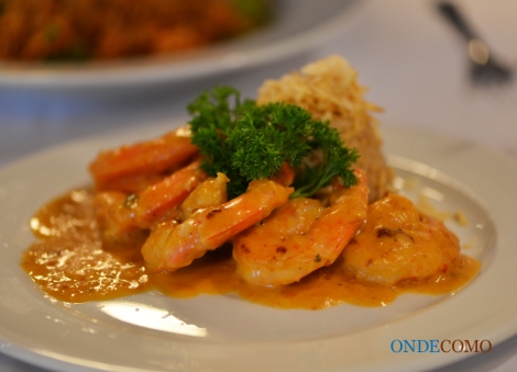 Gamberi crema di Minas (camarão ao molho de requeijão mineiro com arroz crocante)