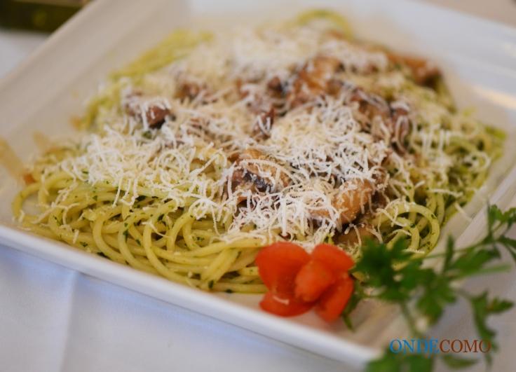 Spagetti alla Sophie Loren (espaguetes ao molho de vinho com iscas de filet e shitake)