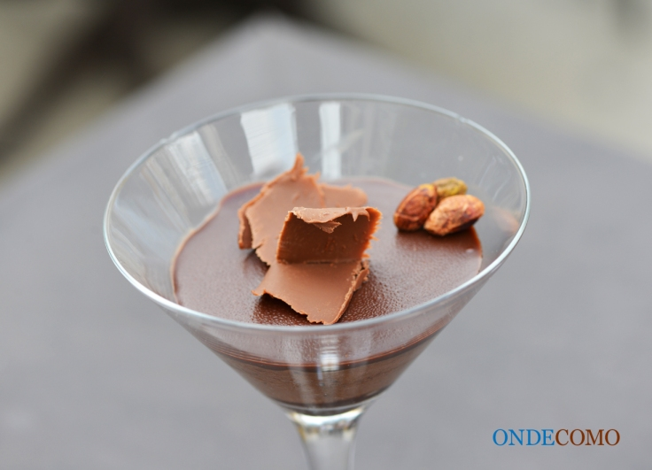 mousse-de-creme-de-avelc3a3s-com-farofa-de-avelc3a3s-e-chocolate-meio-amargo