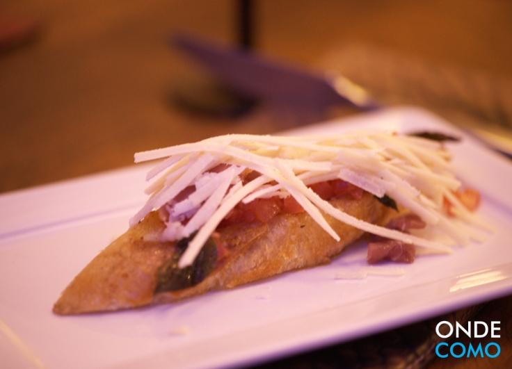 Bruscheta italiana com parma e grana padano