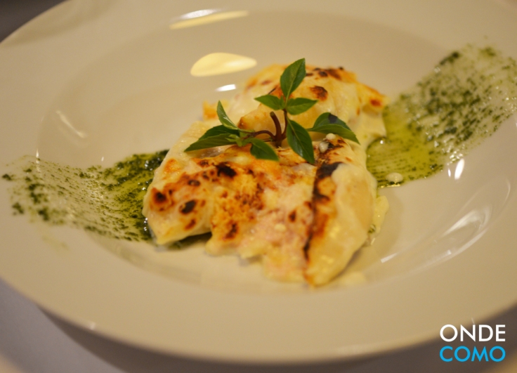 Conchiglioni farcite - conchiglioni Santa Amália recheado com frango servido com molho branco