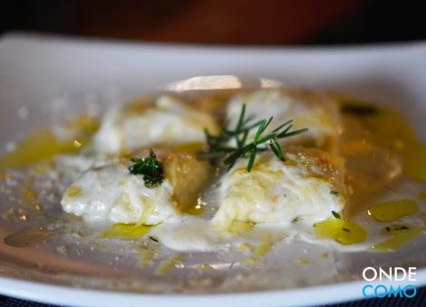 Fagottini de espinafre e nozes ao molho branco com gorgonzola