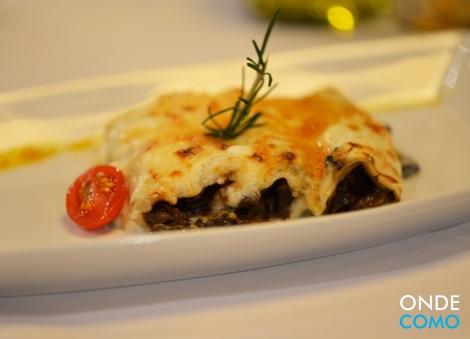 Mini cannelloni trifolati - massa branca recheada com creme de cogumelos trifolati e gratinado com molho branco