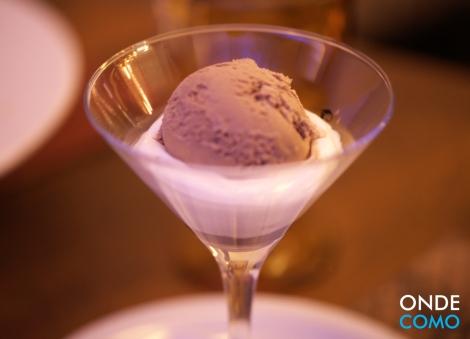 Prestígio - sorvete de chocolate com espuma de coco