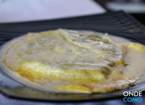 Raviolone de ricota e espinafre ao creme de parmigiano