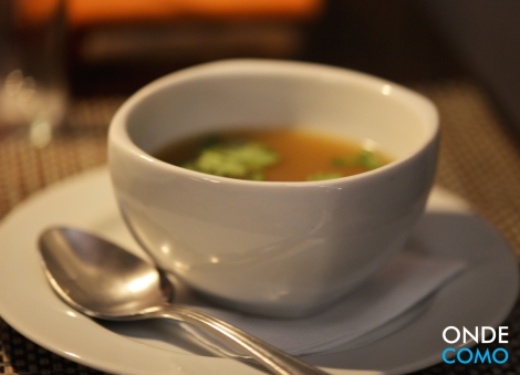 "Sopa ""tom yum"" de frango"
