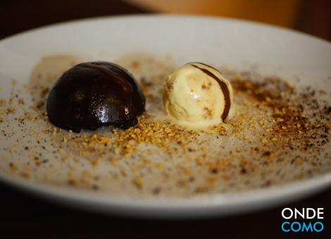 Nêmesis de chocolate 70% com sorvete de banana