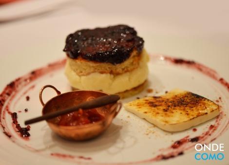 Pavê mineiro - pasta de jabuticaba, creme de queijo, pão de ló e calda de goiabada