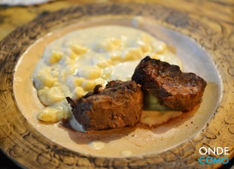 Filet com nhoque ao gorgonzola