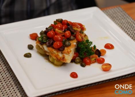 Peixe da Estação com Batatas ao Murro e Molho Mediterrâneo