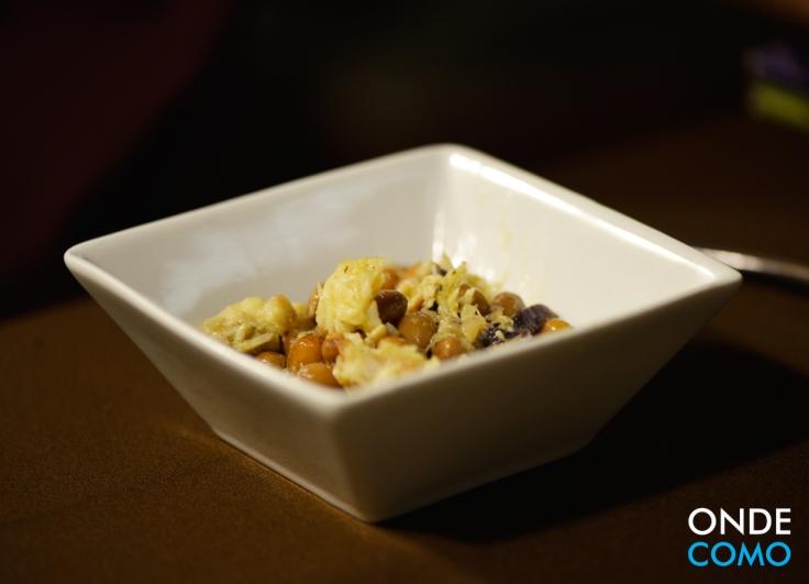 Salada de feijão manteiga, bacalhau e azeitonas pretas