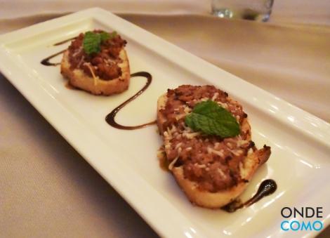 Bruschettas de Linguicinha com hortelã