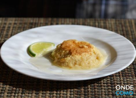 Domingo Pudim de Leite Condensado e caramelo de limão