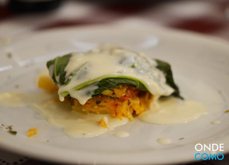 Tortinha de bacalhau com taioba e creme de limão